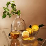 Почему чай с лимоном становится светлее?