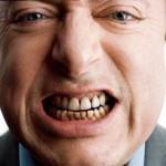 Как избавиться от налета на зубах?
